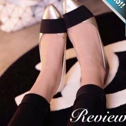 รองเท้าคัทชูส้นเตี้ยสีทอง หัวแหลม คาดด้วยแถบผ้าสีดำ น่ารัก ทรงทันสมัย แฟชั่นเกาหลี แฟชั่นพร้อมส่ง