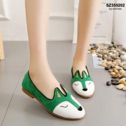 รองเท้าคัทชูส้นเตี้ยสีเขียว หนังกลับ แต่งลายหน้าสุนัขจิ้งจอก (สีเขียว )