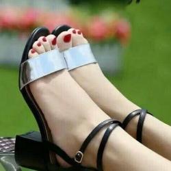 รองเท้าส้นสูงสีเงิน ทรงาส้นตัน สูง2นิ้ว หน้าสวม รัดส้น