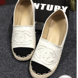 รองเท้าคัทชุสีขาว รองเท้าที่ดาราต่างใส่กันเพียบ สวมใส่ง่าย แมทได้ทุกชุด พลาดแล้วจะเสียใจ