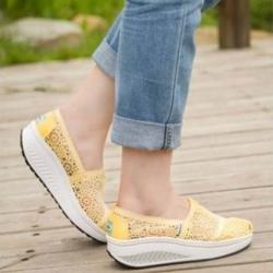 รองเท้าผ้าใบลูกไม้สีเหลือง ผ้าลูกไม้โปร่งใส่สบาย เสริมส้น (สีเหลือง )