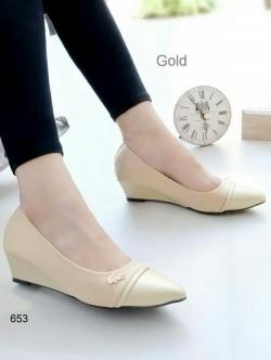 รองเท้าคัทชูส้นเตารีด หัวแหลม (สีทอง)
