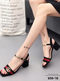 รองเท้าส้นตันรัดส้นสีดำ ติดอะไหล่สไตล์แบรนด์ GUCCI (สีดำ )