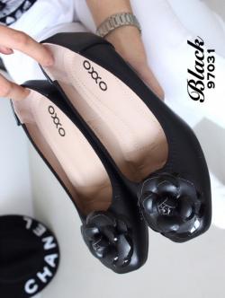 รองท้าคัทชู ส้นเตี้ย สไตล์chanel แต่งดอกcamelia (สีดำ )