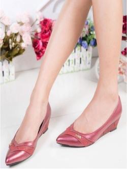 รองเท้าคัทชูส้นเตารีด หัวแหลม หนังPUนิ่ม (สีแดง )