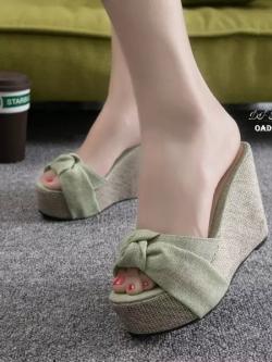 รองเท้าส้นเตารีดสีเหลือง ผ้าปอกระเจา ประดับโบว์ (สีเขียว )