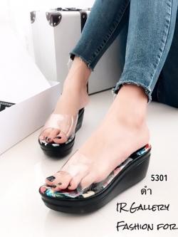รองเท้าส้นเตารีดเปิดส้นสีดำ พียูใส พื้นผ้าพิ้มพฺลายดอกไม้ (สีดำ )