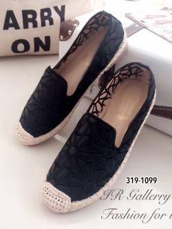 รองเท้าผ้าใบผู้หญิง หนังนิ่มปักดอกไม้ (สีดำ )