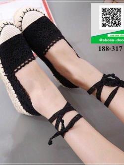 รองเท้าผ้าใบลูกไม้สีดำ มีสายสำหรับพันขา (สีดำ )