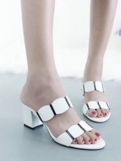 รองเท้าส้นสูง เปิดส้น สายคาดสองตอน ส้นเหลี่ยม (สีขาว )