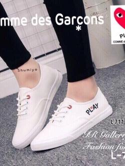 รองเท้าผ้าใบ สไตล์PLAY แบบผูกเชือก (สีขาว )