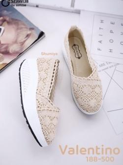 รองเท้าผ้าใบเสริมส้นสีครีม ผ้าลูกไม้ Style Valentino (สีครีม )