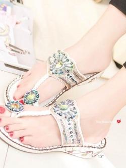 รองเท้าแตะแฟชั่นสีขาว Flowery Sandals (สีขาว )