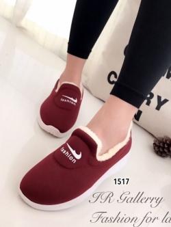 รองเท้าผ้าใบผู้หญิง บุขน ใส่หน้าหนาว (สีแดง )