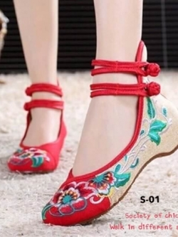 รองเท้าส้นเตี้ย รัดข้อ งานปัก (สีแดง )