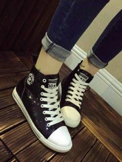 รองเท้าผ้าใบ หุ้มข้อ แบบเชือก ฟรุ้งฟร้ง (สีดำ )