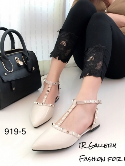 รองเท้าส้นแบนหัวแหลมรัดส้นสีครีม สายคาด T-Strap Style Valentino (สีครีม )