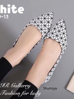 รองเท้าคัทชูส้นแบน หัวแหลม หนังพียูนิ่ม ลายBaoBao (สีขาว )