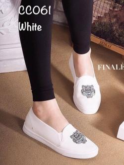 รองเท้าผ้าใบผู้หญิง แบบสวม งานผ้าพิมพ์ลายเสือ ทรงขายดี (สีขาว )