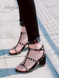 รองเท้าส้นตันรัดข้อสีดำ หนังนิ่ม Valentino style (สีดำ )