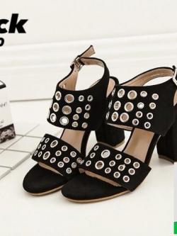 รองเท้าส้นสูงรัดส้นสีดำ สายคาดหน้าตอกตาไก่ (สีสีดำ )