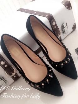 รองเท้าคัทชู ส้นแบน หัวแหลม แต่งขอบด้วยดอกไม้ (สีดำ )