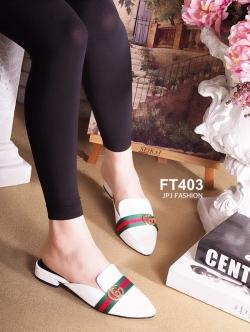 รองเท้าส้นเตี้ยหัวแหลมสีขาว สไตล์แบรนด์ Gucci (สีขาว )