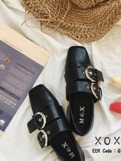 รองเท้าคัทชูส้นแบนสีดำ หัวตัด แต่งด้านบนเป็นเข็มขัด (สีดำ )