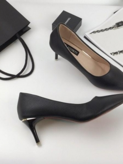 รองเท้าคัทชูส้นสูงสีครีม หัวแหลม เรียบหู (สีครีม )