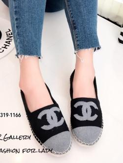 รองเท้าผ้าใบผู้หญิง ผ้าสักหลาดตัดสีทูโทน Style Chanel (สีดำ )