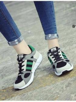 รองเท้าผ้าใบเสริมส้น ทรงสปอร์ต (สีเขียว )