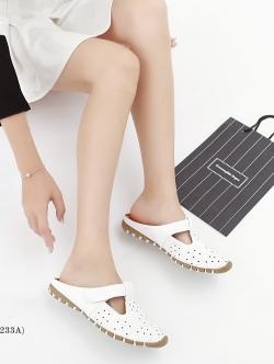 รองเท้าแตะเพื่อสุขภาพ เปิดส้น หนังเจาะลายดอกไม้ (สีขาว)