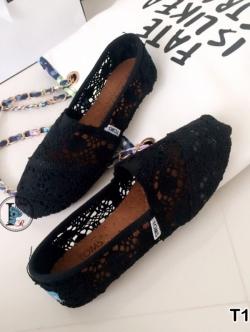รองเท้าผ้าใบ ทรงทอม ผ้าลูกไม้ (สีดำ )