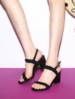 รองเท้าส้นสูงสีดำ ส้นเหลี่ยม หนังกำมะหยี่นิ่ม สายคาดหน้าถักเปีย สูง 3 นิ้ว
