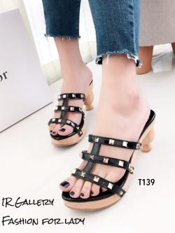 รองเท้าส้นสูงสีดำ ส้นไม้ Style Valentino (สีดำ )