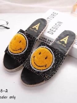 รองเท้าแตะเปิดส้นแต่งคริสตัลเม็ดเล็กละเอียด (สีดำ)