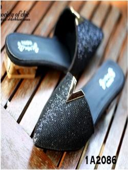 รองเท้าเปิดส้นหัวแหลม สไตล์ valentino (สีดำ)