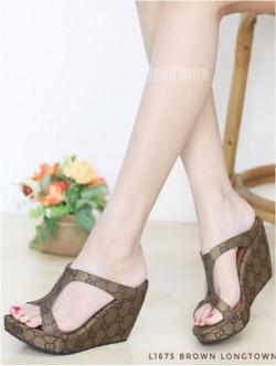 รองเท้าส้นเตารีด สไตล์สวม ทรงเว้าข้าง ใส่แล้วดูเพรียวขายาว (สีน้ำตาล )