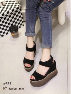 รองเท้าส้นเตารีดสีดำ วัสดุทำจากผ้าสักราจ ส้นพียู นน.เบามาก เดินง่ายเสริมหน้า1.5 หลัง3.7นิ้ว สายแถบเมจิก ใส่สบายเว่อร์