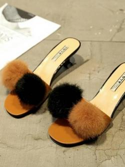 รองเท้าส้นเตี้ยสีน้ำตาล แต่งขนเฟอร์ Stly Korea (สีน้ำตาล )