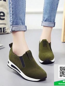 รองเท้าผ้าใบไร้เชือกสีน้ำตาล แนวสตรีท (สีน้ำตาล )