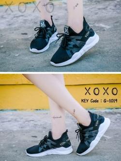 รองเท้าผ้าใบเสริมส้นสีดำ ด้านข้างมี upper ดึงกระชับ (สีดำ )