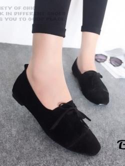 รองเท้าคัทชูส้นเตี้ย แบบผูกเชือก สักหราดนิ่ม ดูดีมีสไตล์ (สีดำ )