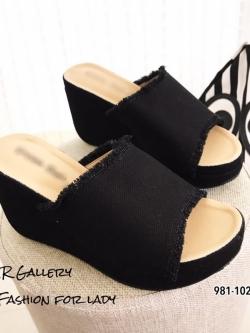 รองเท้าส้นเตารีดเปิดส้นสีดำ ผ้าแคนวาสนิ่ม แต่งขอบรุ่ย (สีดำ )