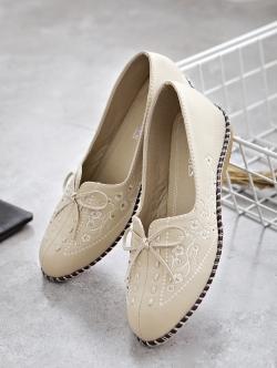รองเท้าคัทชูเพื่อสุขภาพ หน้าเรียว แต่งโบว์ (สีครีมเข้ม)
