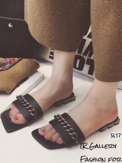 รองเท้าแตะเปิดส้นสีดำ Style Givenchy (สีดำ )