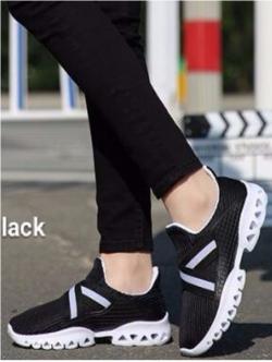 รองเท้าผ้าใบแฟชั่นสีดำ น้ำหนักเบา ทรงสปอร์ต (สีดำ )