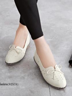 รองเท้าคัทชูเพื่อสุขภาพ หน้าเรียว แต่งโบว์ (สีครีมอ่อน)