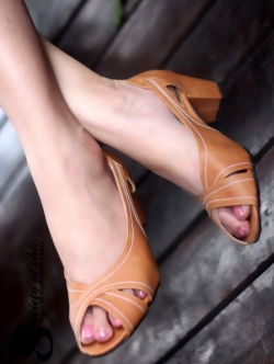 รองเท้าคัทชูส้นสูง เปิดหน้า สไตล์Zara (สีน้ำตาล)
