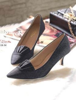 รองเท้าคัทชูส้นสูงหัวแหลมสีดำ แต่งกากเพชร (สีดำ )